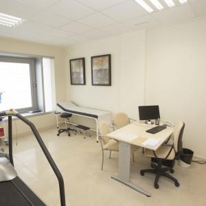 Consulta de cardiología en Estepona. Vista desde la entrada.