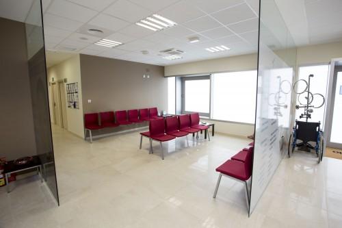 Sala de espera de la clínica de Estepona