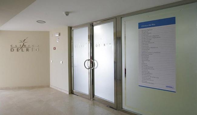 Entrada a clínica de Marbella
