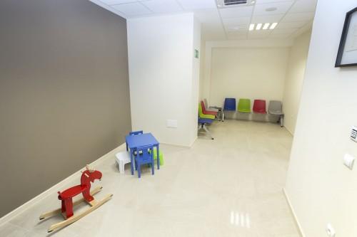 Sala de espera y zona de juegos para la consulta de pediatría en Estepona