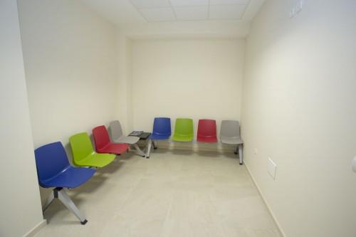 Sala de espera para la consulta de pediatría en Estepona
